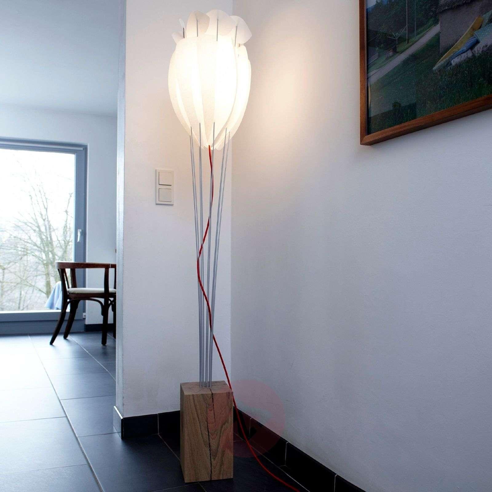 Elegantti Tulip-lattiavalaisin-2600435X-01