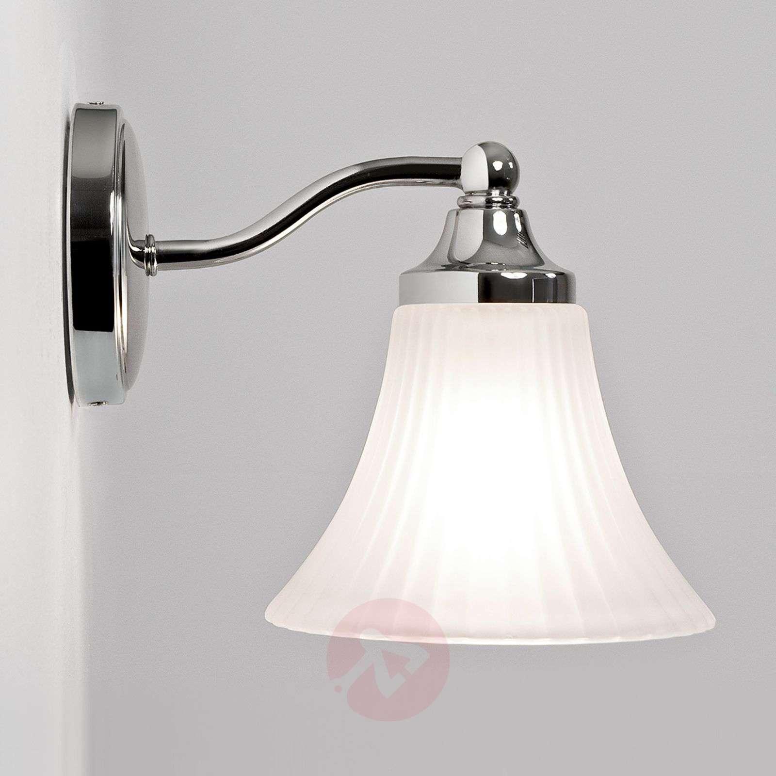 Hienostunut kylpyhuoneen seinävalaisin Nena-1020293-02