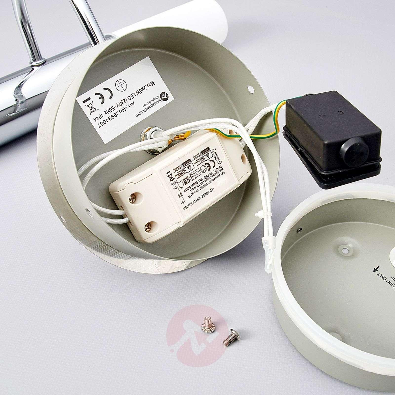 Kaareva Benaja-seinävalaisin LED kylpyhuoneeseen-9994007-01