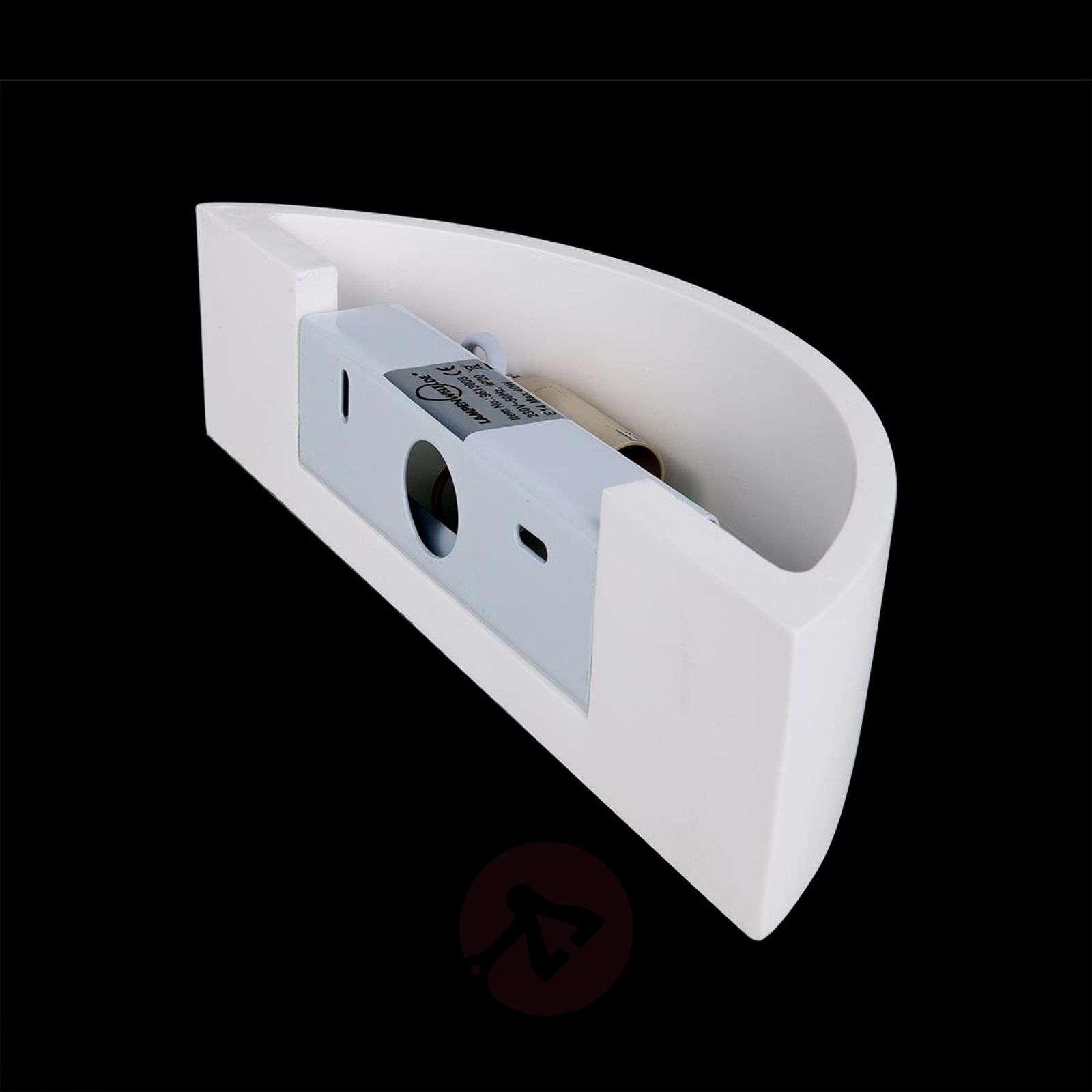Kaareva Konstantin-seinävalaisin valkoinen kipsi-9613008-01