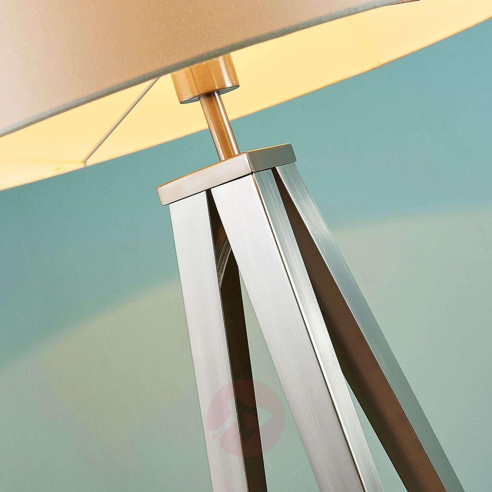 Kaunis kolmijalka-lattiavalaisin Benik-9621288-02