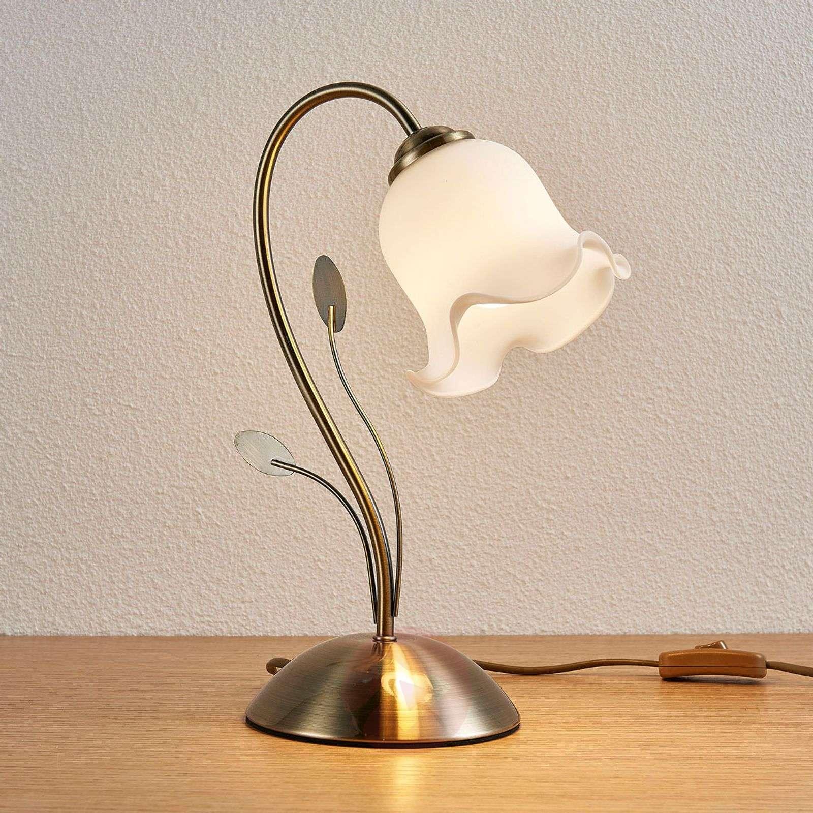 Kukkaa muistuttava pöytävalaisin Matea-9620757-02