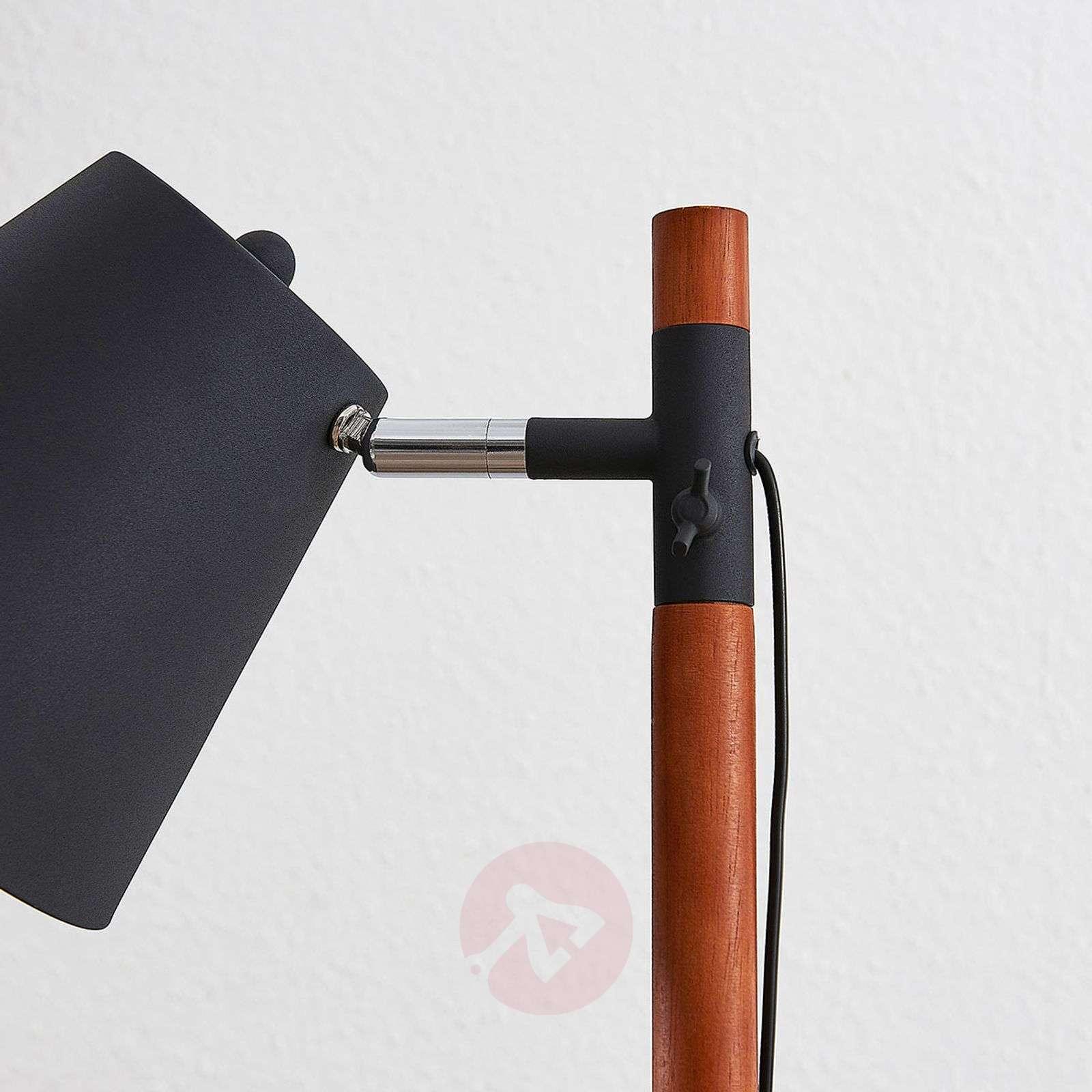 Lattiavalaisin Birte, musta ja puuelementit-9624314-02
