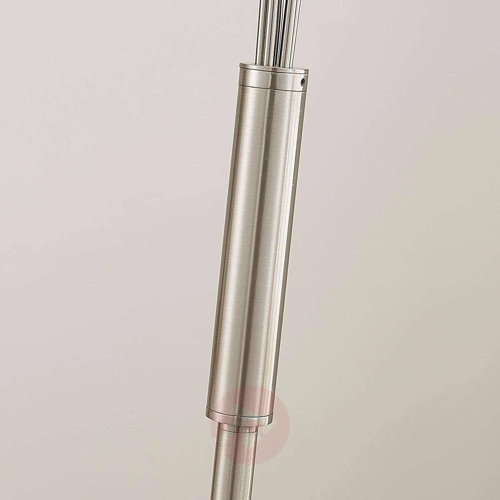 Leikkisältä vaikuttava LED-lattialamppu Deyan-9621947-01
