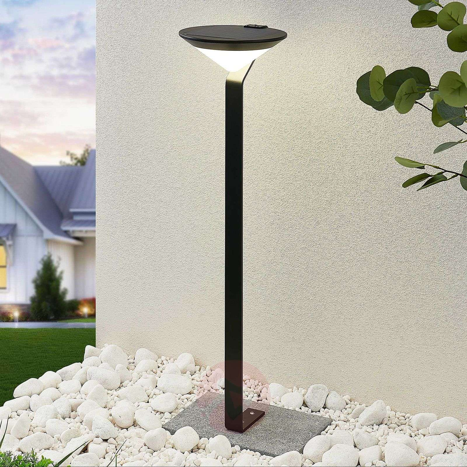 Lindby Clamor LED-aurinkokennovalaisin, PIR-sensor