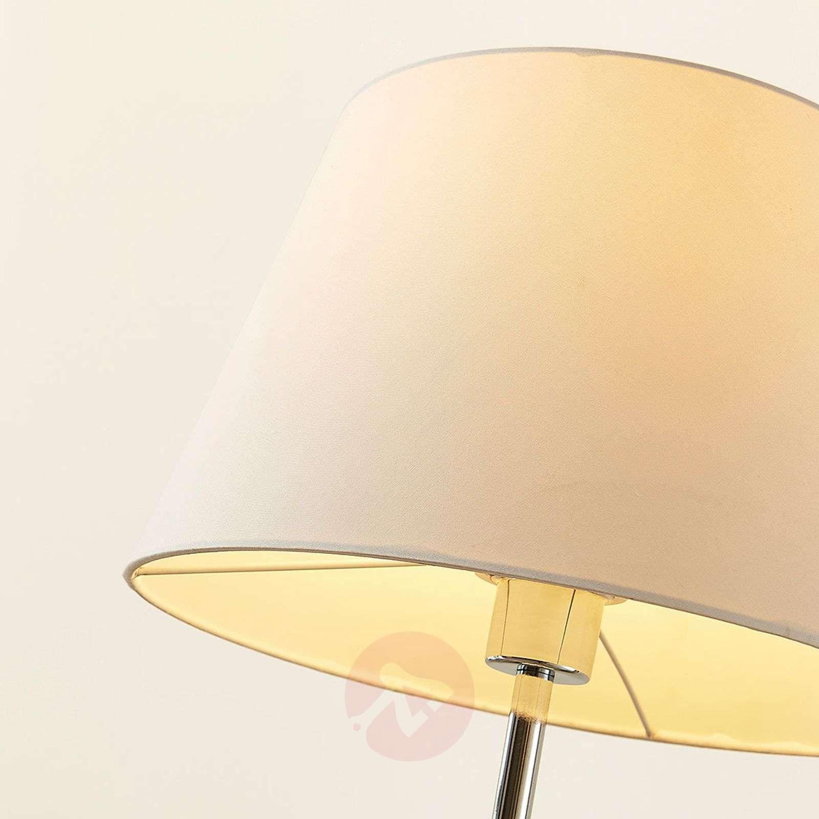 Lindby Smart Tripod-pöytävalaisin Alessa, LED RGB-9624114-02