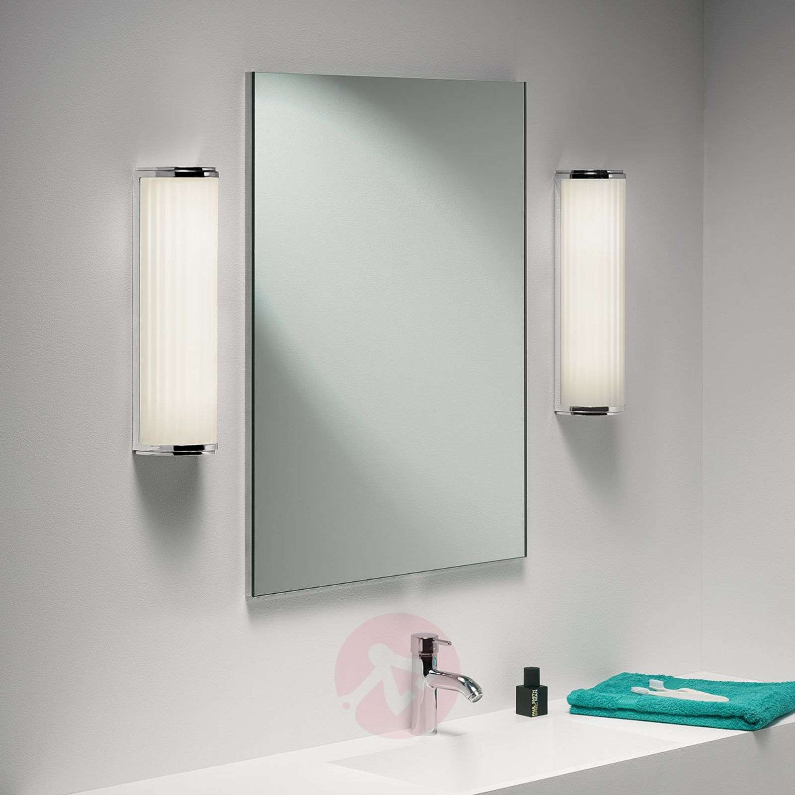 Miellyttävä kylpyhuone-seinävalaisin Monza Plus-1020291-03