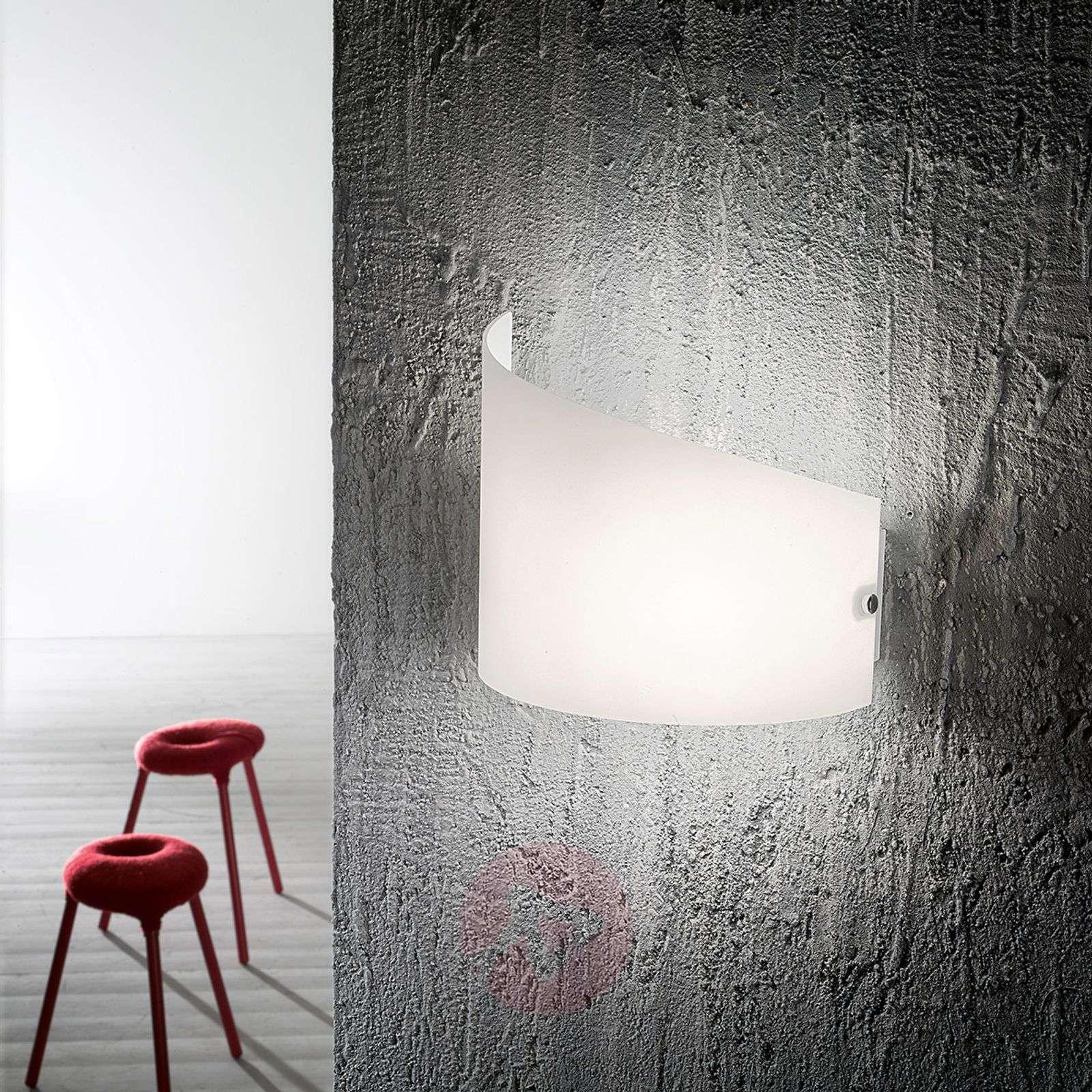 Moa-seinävalaisin kaarevalla lasivarjostimella-3502504-01