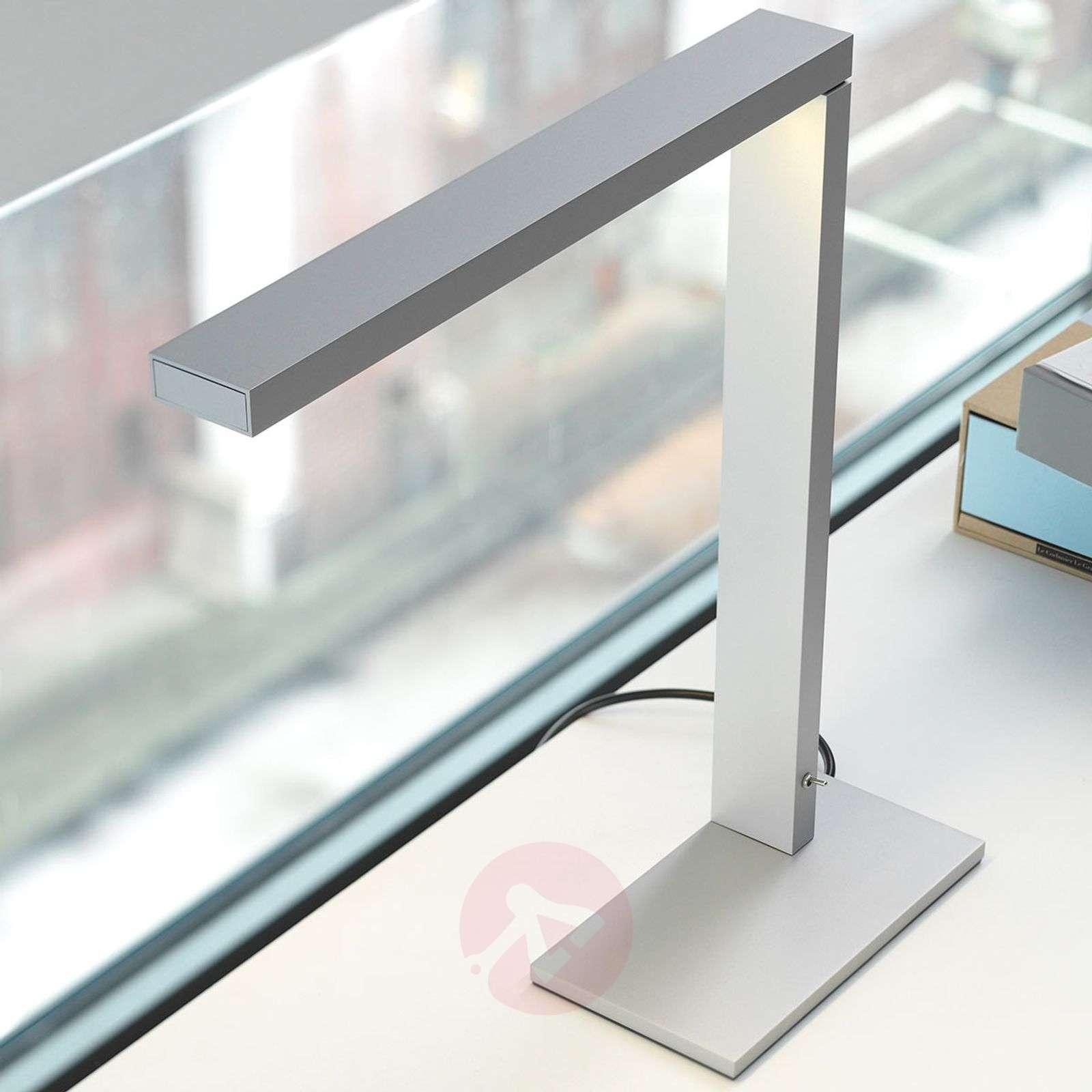 Moderni jäykkävartinen LED-pöytävalaisin Zac BL-1071081-01