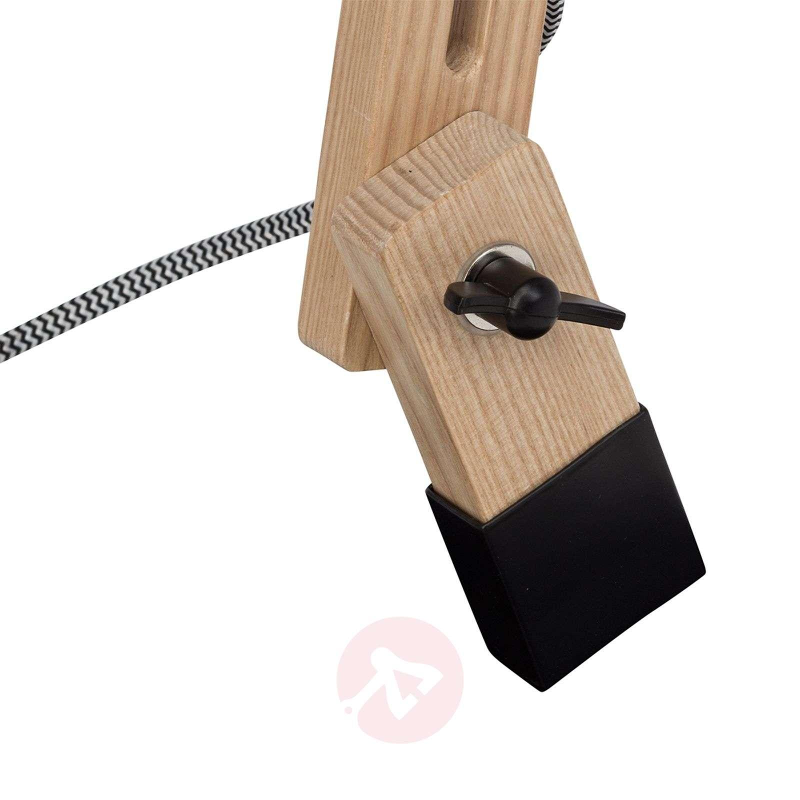 Musta Elias-pöytävalaisin, jossa on puinen runko-1509172-01