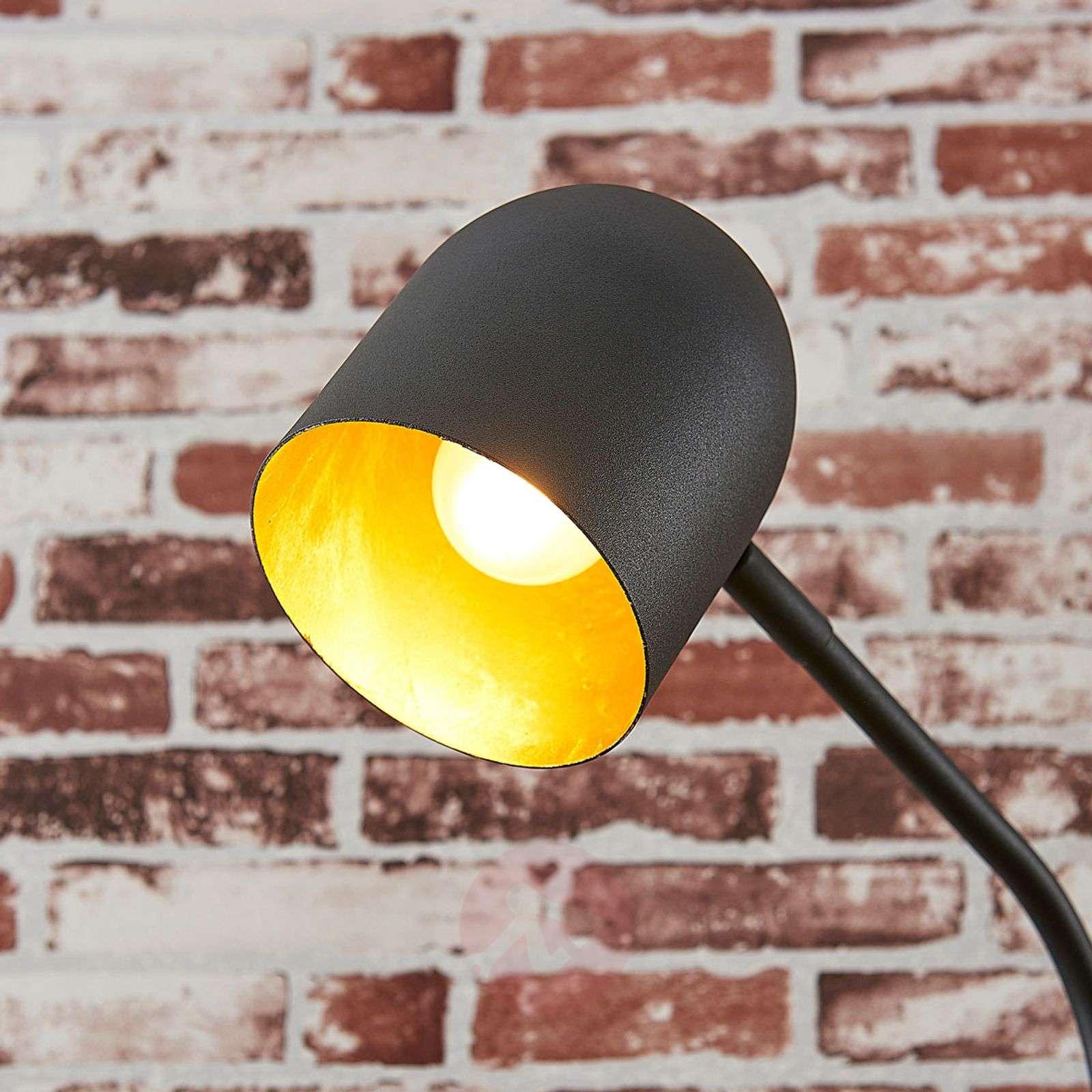 Musta ja kultainen metallinen pöytävalaisin Morik-9624014-02
