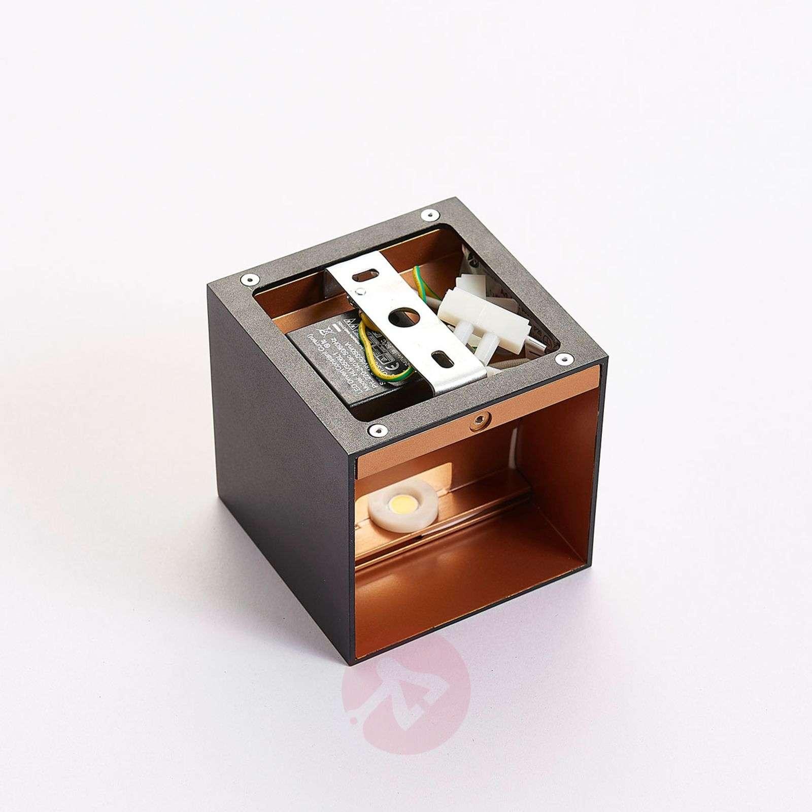 Musta LED-seinävalaisin Aldrina, sisäosa kullanv.-9620716-01