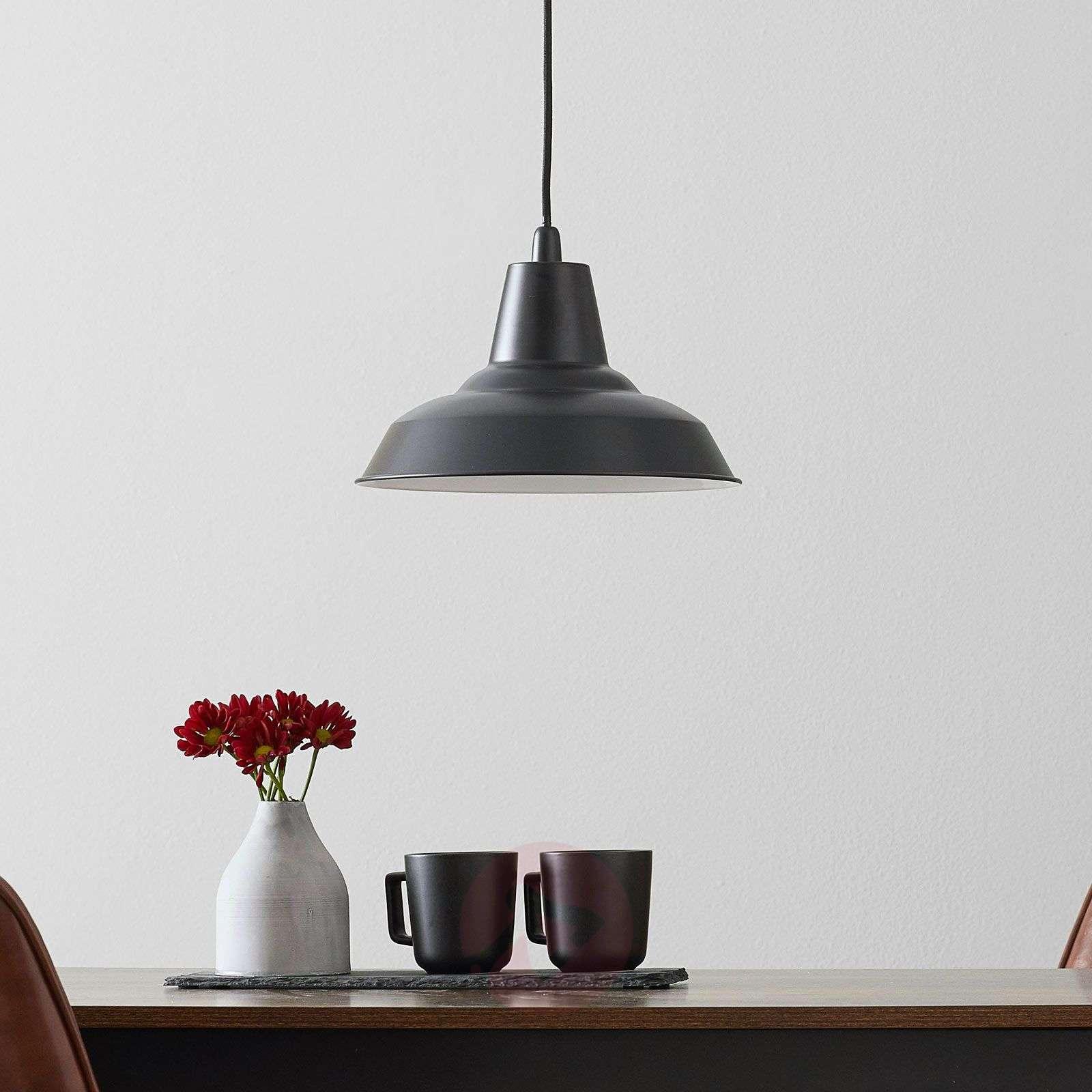 Musta Lyne-metalliriippuvalo-7006011-01