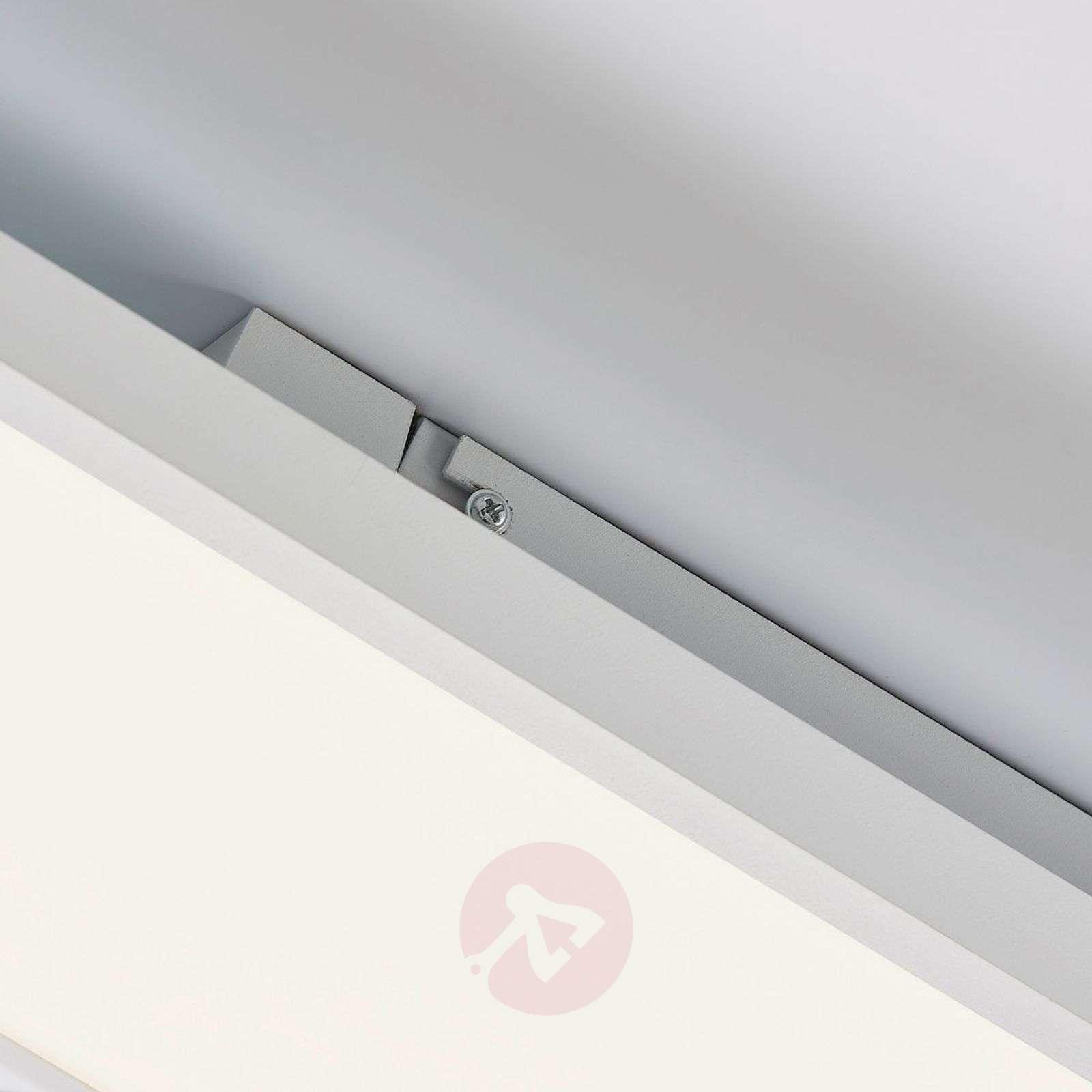 Pitkänomainen Philia LED-kattovalaisin, värinvaih.-9621213-03