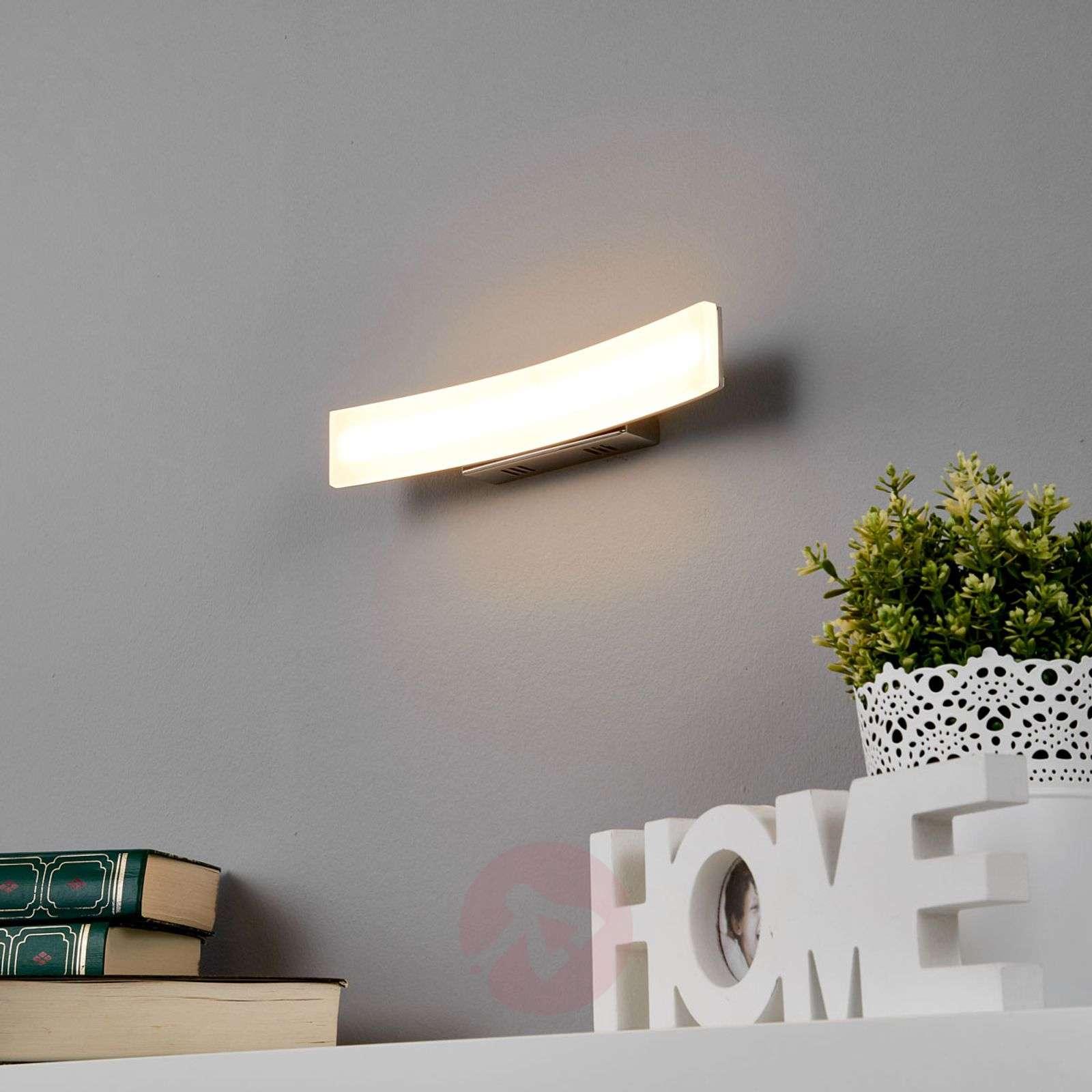 Viehättävä LED-seinävalaisin Lorian-9984010-01