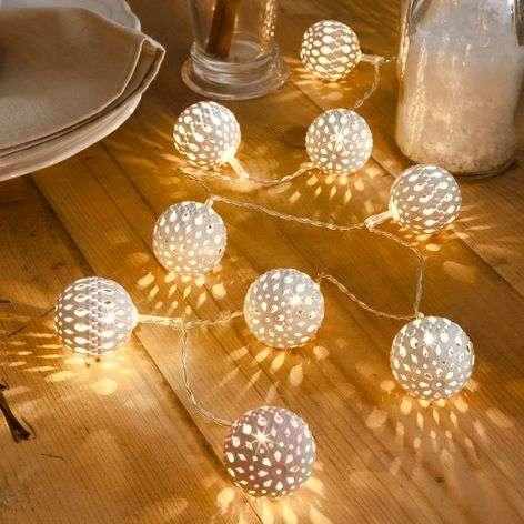 10-lamppuinen LED-valoketju metallipallo valkoinen