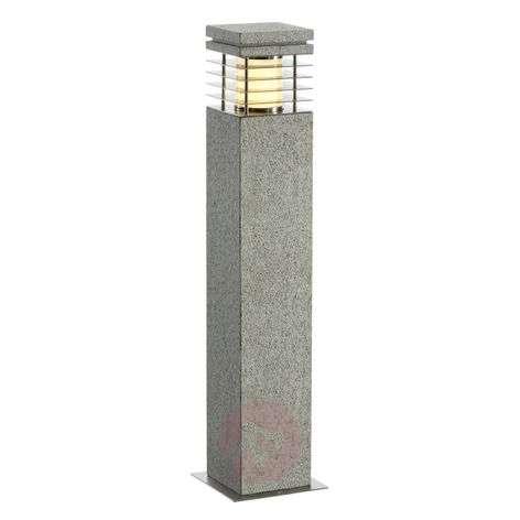 Hiekkakivinen pylväsvalo Arrock graniitinvärisenä