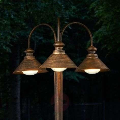 Kolmilamppuinen kynttelikkö Millane