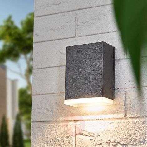 Kulmikas Lexian-ulkoseinävalaisin LEDeillä
