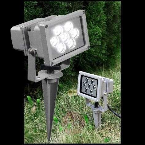 SEVEN-LED-ulkokohdevalaisin maapiikillä